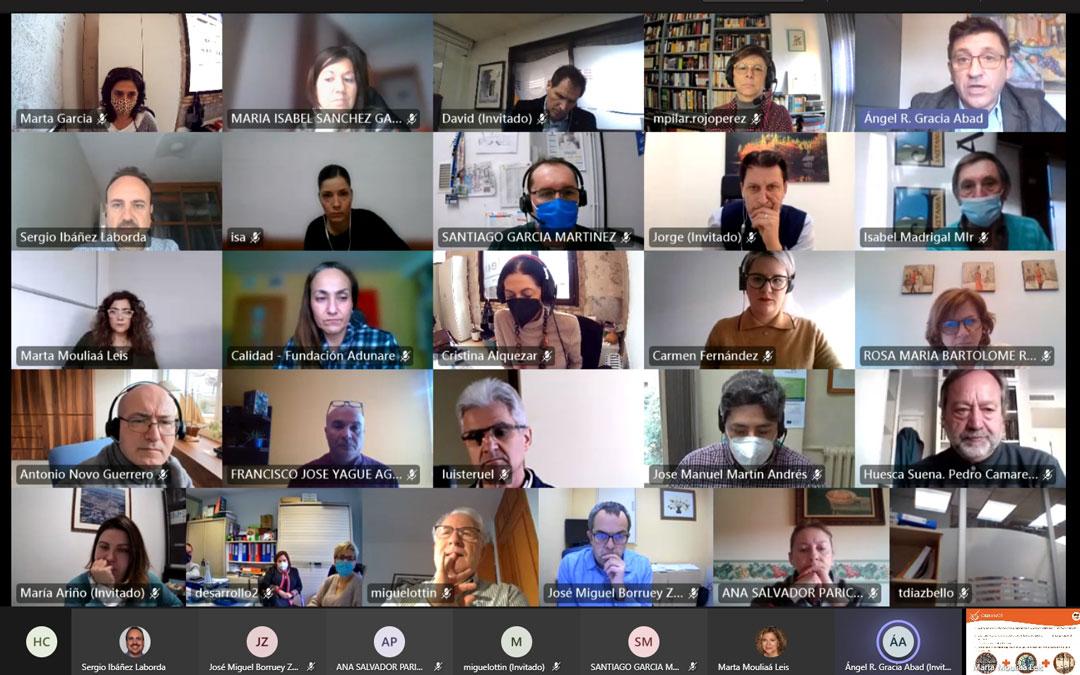 Reunión de #SumandoEmpleoAragón en la que participa la DPT a través de María Ariño. / DPT