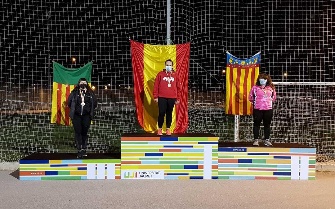 Elena Sanz, en el segundo cajón, defendiendo los colores del Lleida UA./ J.S.