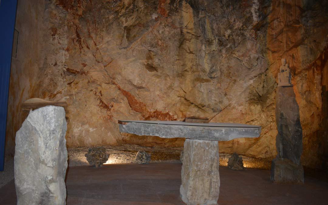 Los tres elementos esculpidos en piedra que conforman el altar./I.M.