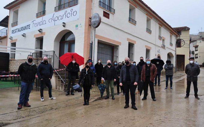 'Entierro hostelero' para escenificar el primer cierre de un establecimiento en el Matarraña
