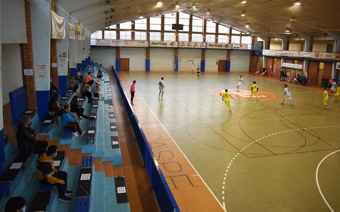La llegada de la afición al pabellón Manuel Barriendos ayuda a que el FS Caspe consiga una holgada victoria
