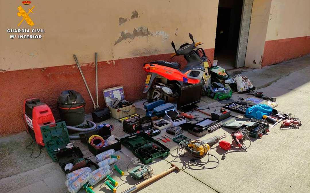 Efectos robados intervenidos en la vivienda de Caspe. Imagen: Guardia Civil.