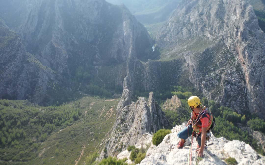 Javier Magallón escalando en el Maestrazgo./COMARCA MAESTRAZGO