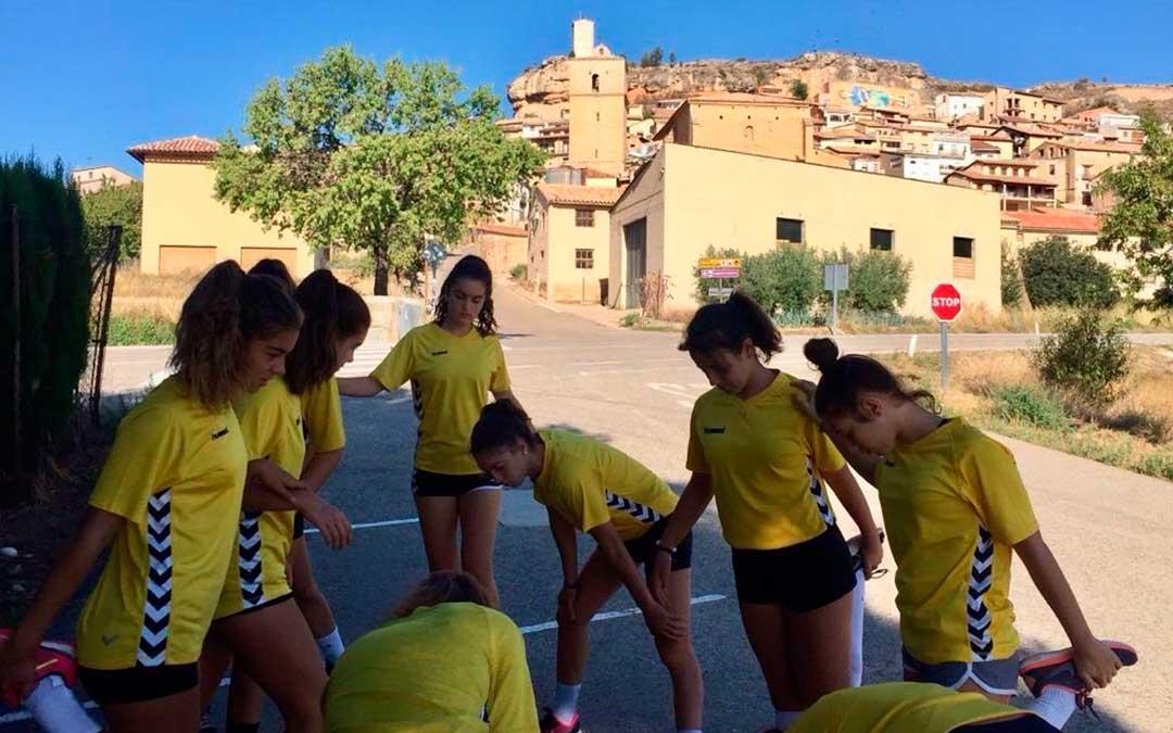 El equipo de La Jota entrenando durante una pretemporada en Monroyo.