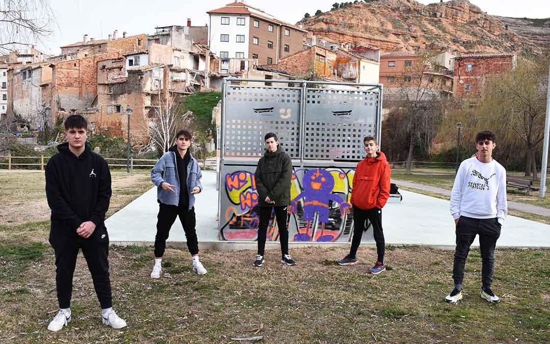 Manu, Javier, Paul, Mateo y Adrián forman el grupo de Rap, Octava Rampa. L.Q.V.