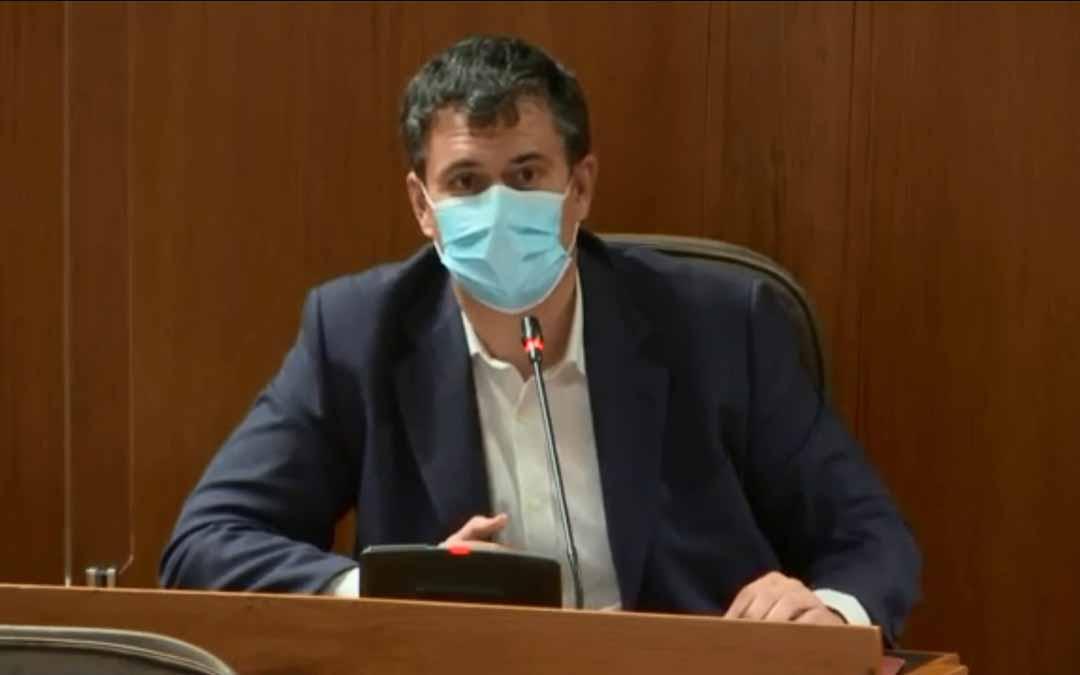 El portavoz de CHA en las Cortes de Aragón y miembro de la Comisión de Vertebración, Joaquín Palacín./ L.C.