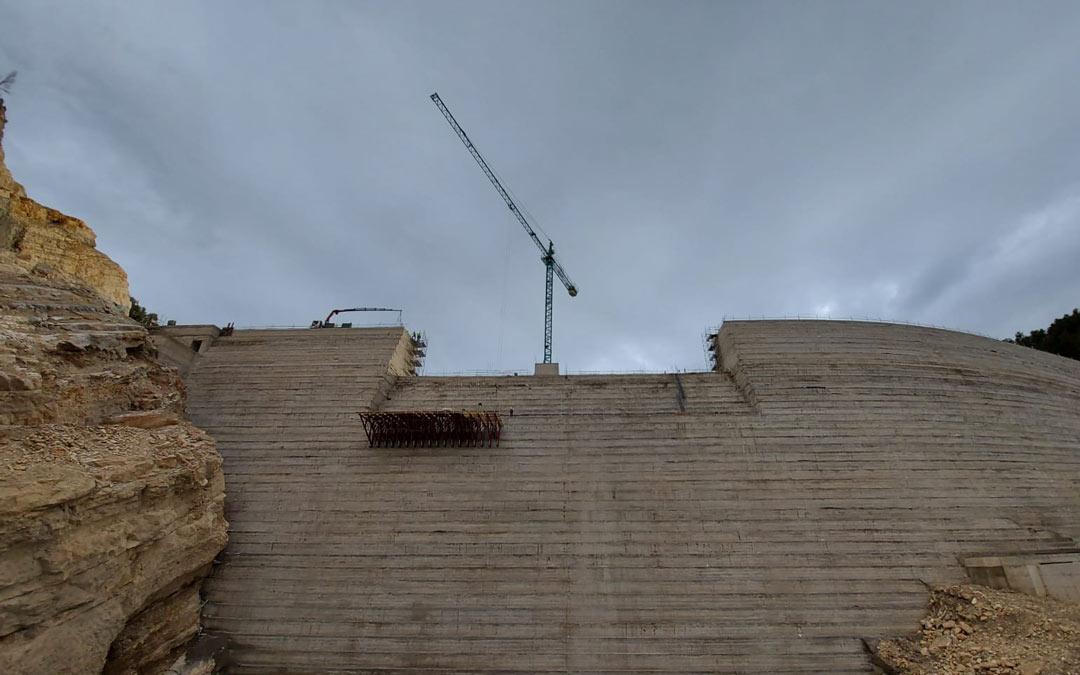 Cuerpo de la presa de Santolea finalizado./ACUAES