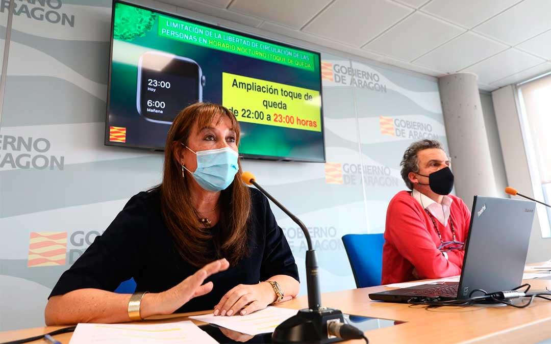 La consejera de Sanidad, Sira Repollés, junto al director general de Salud Pública, Francisco Javier Falo, en la rueda de prensa celebrada este miércoles./ DGA
