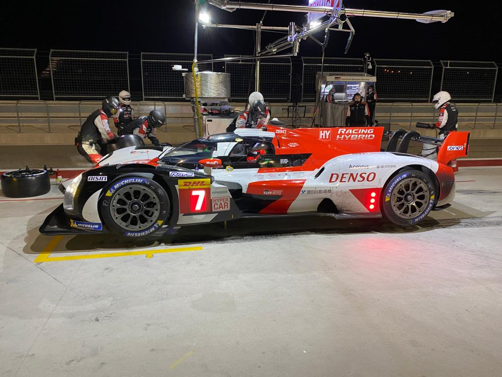 Mecánicos trabajando en el GR010 HYBRID Le Mans Hypercar. Foto: Toyota Gazoo Racing