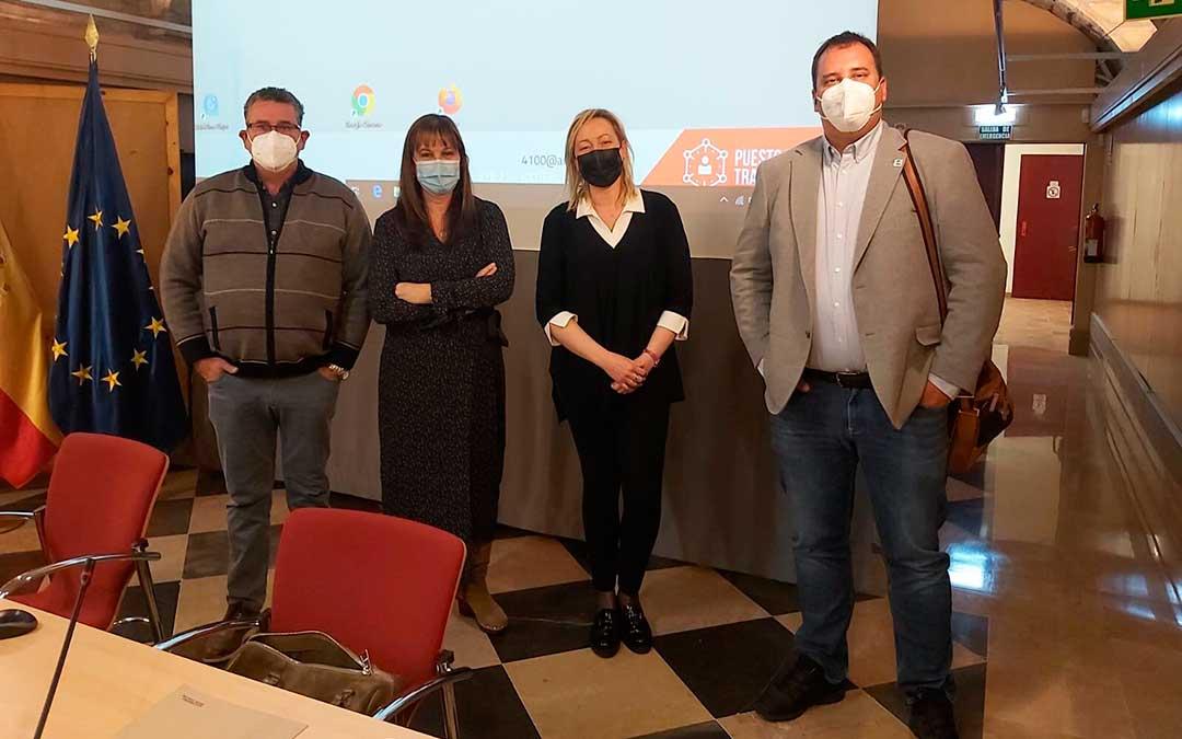 Representantes de UAGA y del Gobierno de Aragón después de la reunión de este jueves. Imagen : UAGA