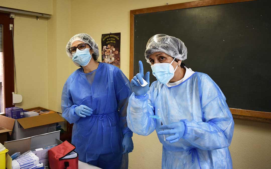 Patricia Relancio y Margarita Roca, enfermeras de Caspe. L.Q.V.