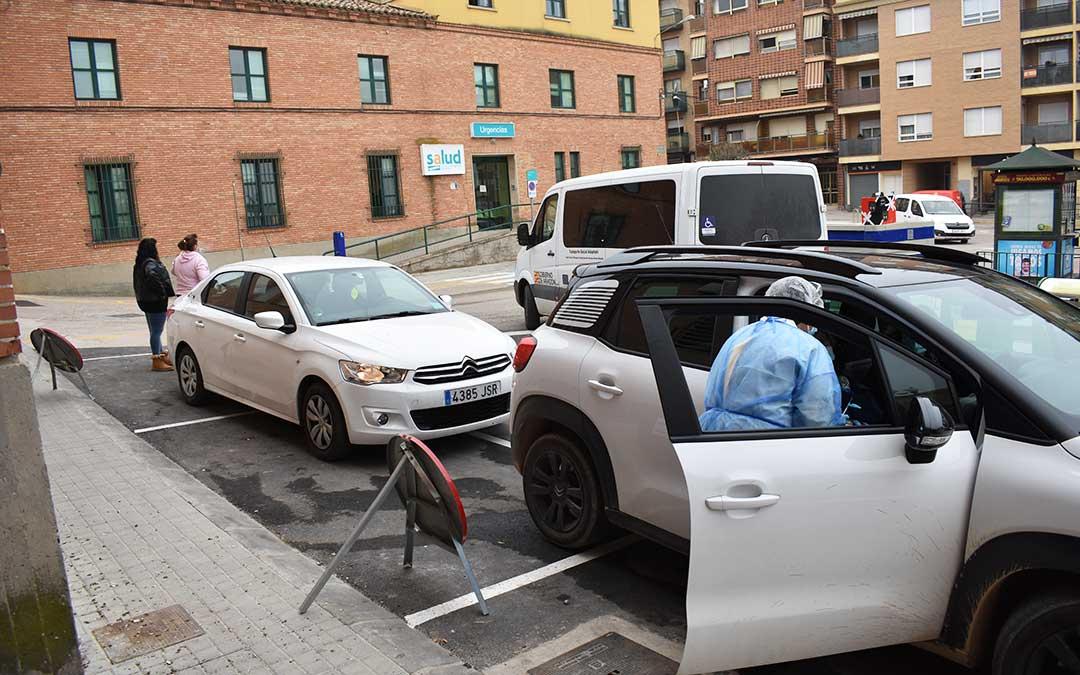 Muchas personas han acudido en vehículo por tener movilidad reducida. L.Q.V.
