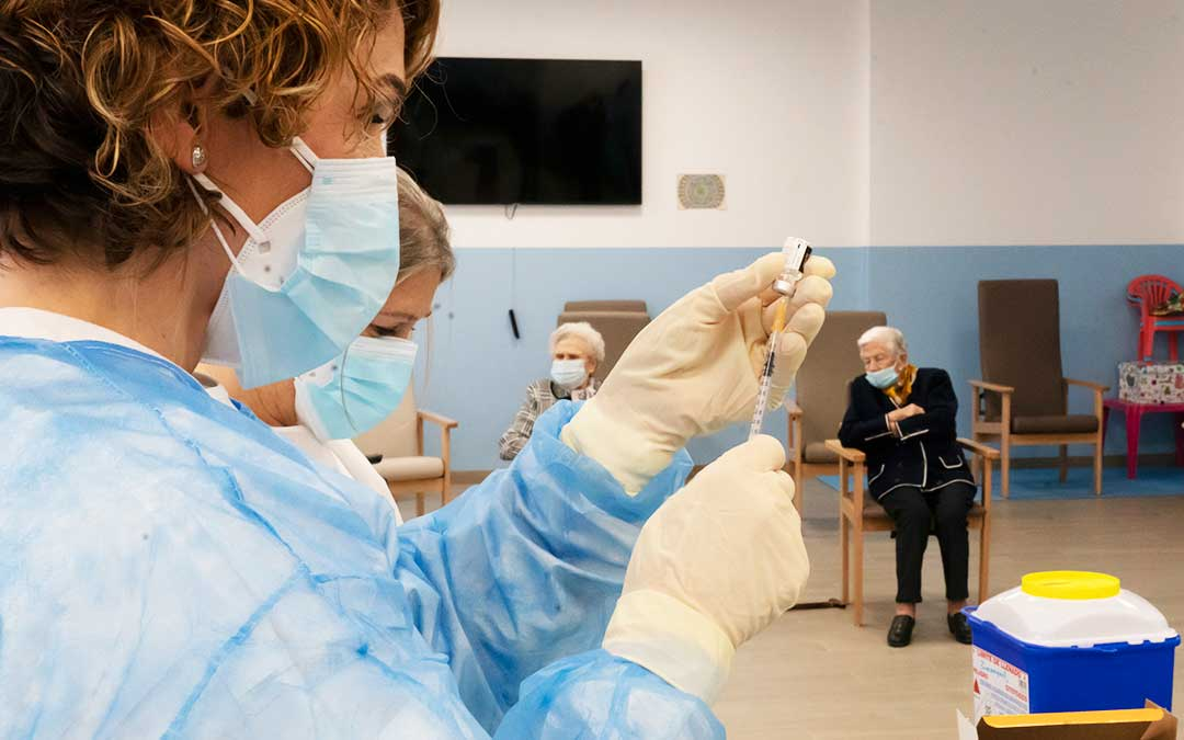 Una residencia aragonesa recibe dosis de la vacuna. DGA