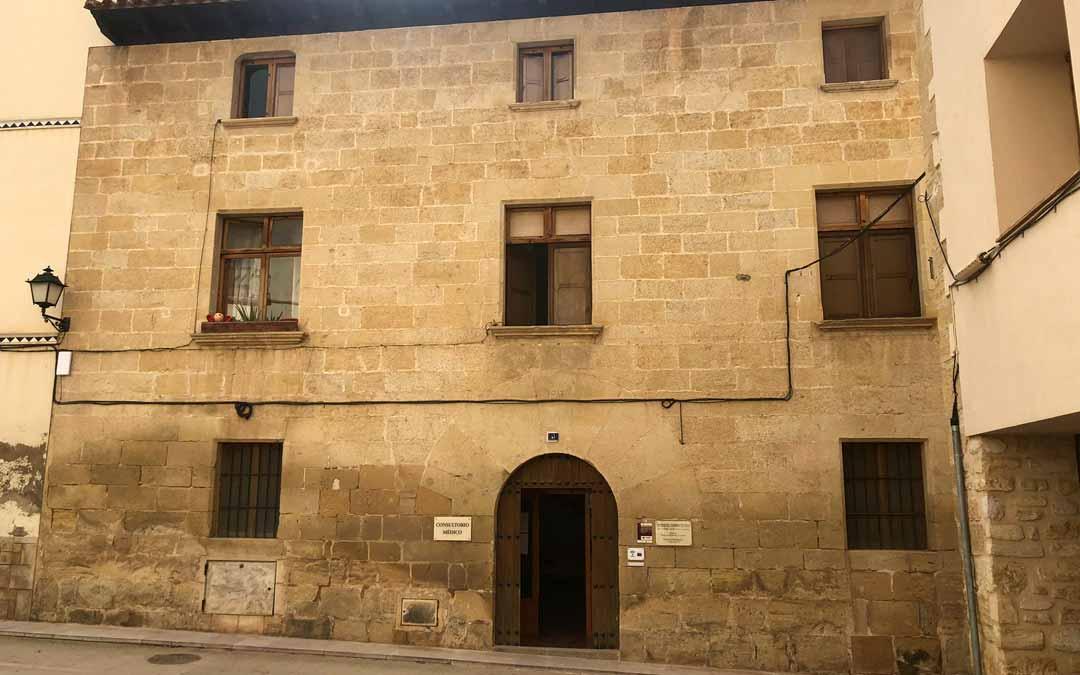 El consistorio cuenta actualmente con 3 viviendas alquiladas a varias familias en un edificio de titularidad municipal. S.T.