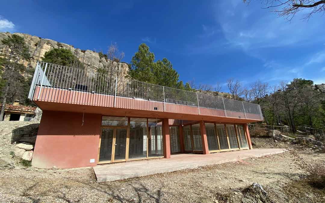 Edificio construido en la zona de El Rebollar como centro de visitantes del parque de aventura./Alicia Martín