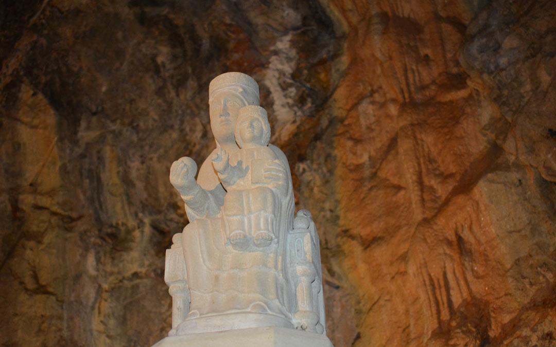Imagen de la Virgen del Agua esculpida en piedra./I.M
