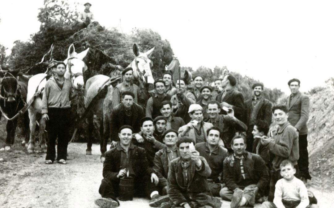 El Día de la Leña de 1957. Una de las primeras imágenes que ya forma parte del archivo digital. / Vive Castelnou.