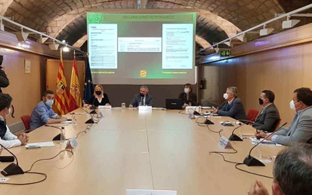 Reunión este jueves en Zaragoza de los consejeros y representantes de los sindicatos y cooperativas agrarias. / LA COMARCA