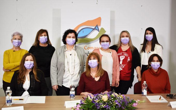 Nueve mujeres del Bajo Aragón-Caspe reflexionan sobre avances y retos en un debate por el 8-M