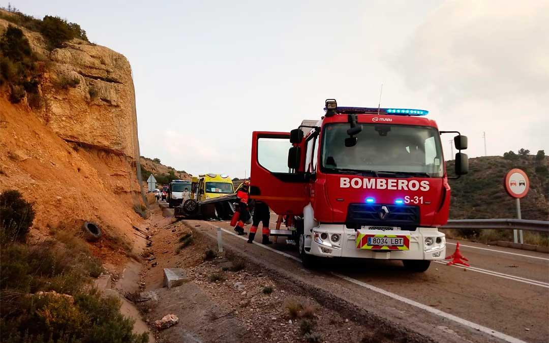 Hasta el lugar de los hechos han acudido efectivos de los parques de Montalbán y Alcañiz./ Bomberos DPT