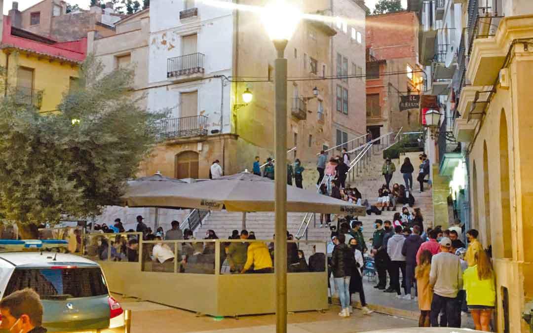 Varias patrullas actuaron el sábado en la plaza Mendizábal. / L.C.