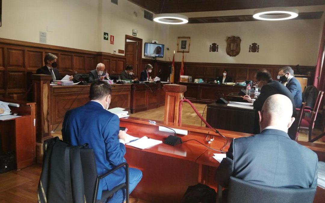 Un momento de la vista celebrada este viernes por el derrumbe de Pui Pinos, en la que tomaron parte 13 abogados./ HERALDO