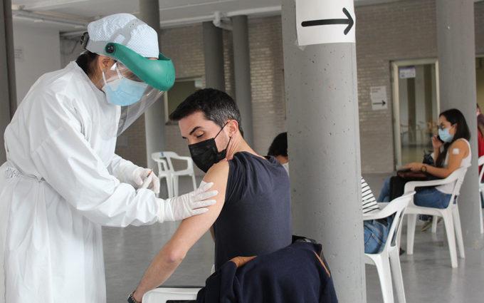Empieza la vacunación a docentes en la antigua estación de Alcañiz