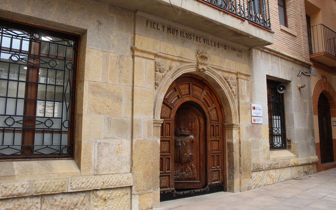 Los Servicios Sociales y Deportes de la Comarca del Bajo Aragón se ubican en el antiguo ayuntamiento de Alcorisa. / B. Severino