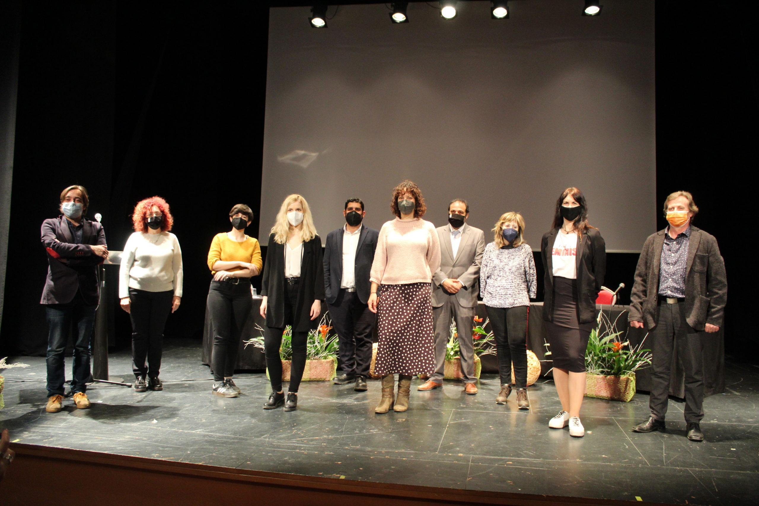 Foto de familia de las realizadoras, Ayuntamiento, Academia de Cine y DPT. / B. Severino