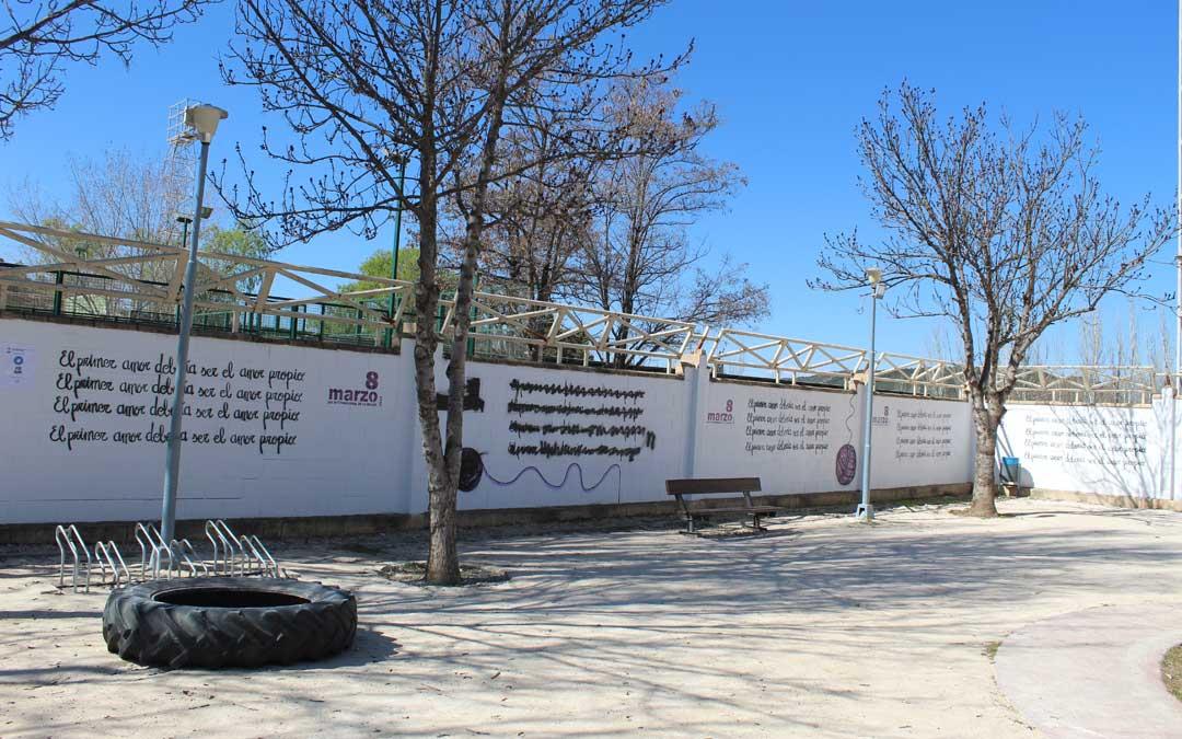 El mensaje se ha multiplicado en Andorra alrededor del mural boicoteado por el 8-M. / B. Severino
