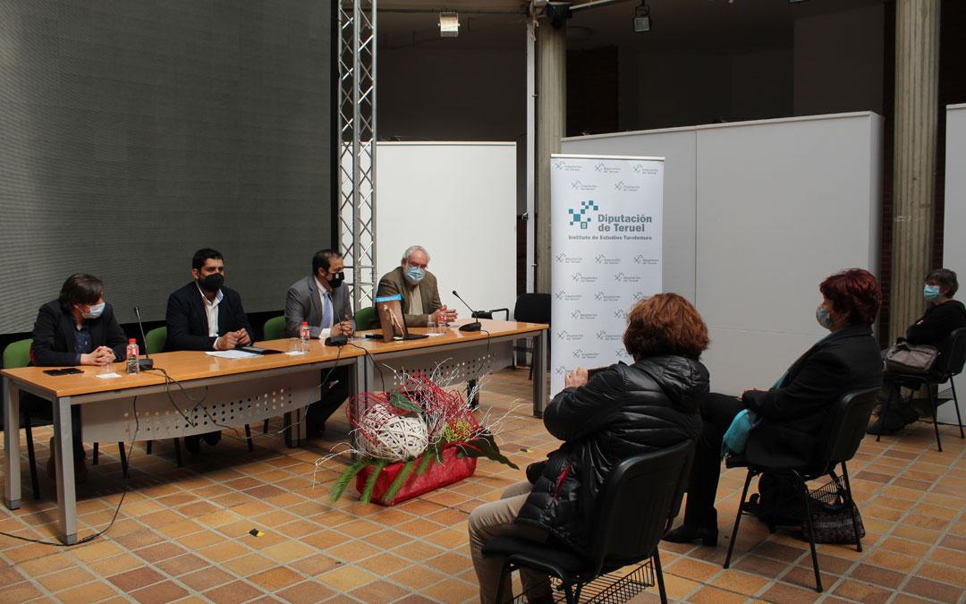 Escuín, Piñeiro, Amador y Alquézar, en la presentación de 'Turolenses' en Andorra. / B. Severino