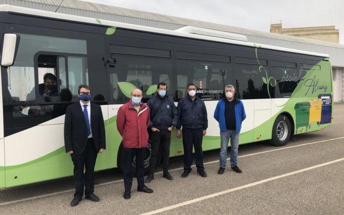 Alcañiz estrena dos autobuses urbanos nuevos que modernizan el servicio