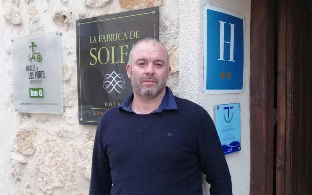 El hostelero Javier Moragrega, partirá desde Beceite./ De Luna