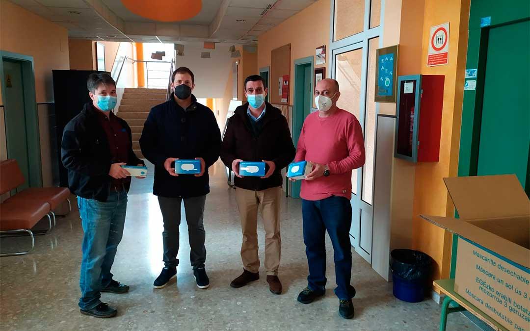Entrega de mascarillas en el IES Valle de Guadalope en Calanda./ Comarca del Bajo Aragón