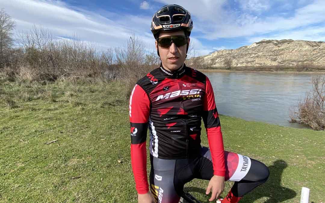 El ciclista alcañizano Javier Comín con los colores del equipo paraguayo. Foto: J.C.
