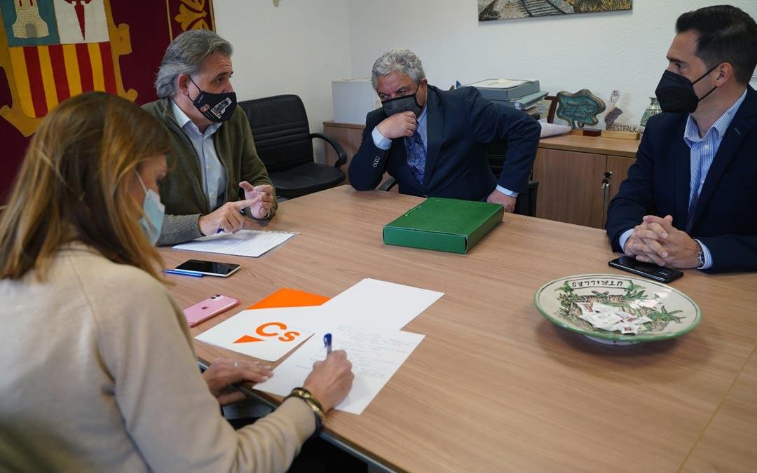 Reunión entre los representantes de Ciudadanos este lunes en Utrillas./Ciudadanos Aragón