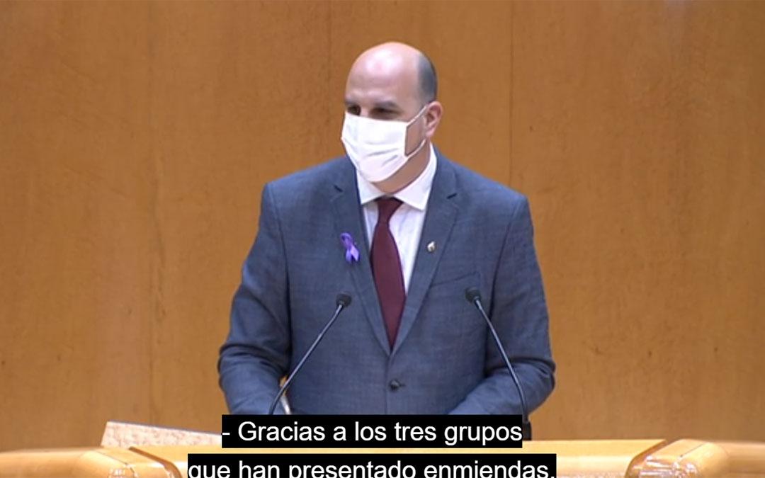 Joaquin Egea defendiendo la moción en el Senado. / LA COMARCA