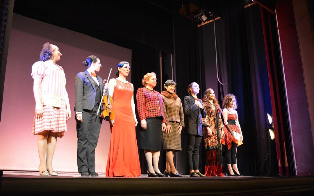 Elenco de la obra ´La Margarita de Federico' en el Teatro de Alcañiz./I.M.