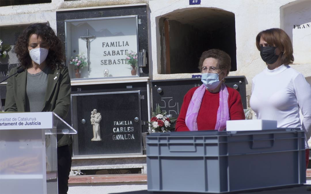 Acto de entrega de los restos de Francisco Serrano./Jùlia Albacar
