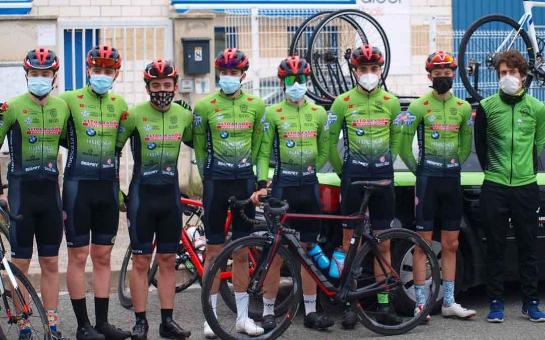 El equipo ciclista en el que está incluido el alcañizano Javier Zaera. Foto. C.C.O.