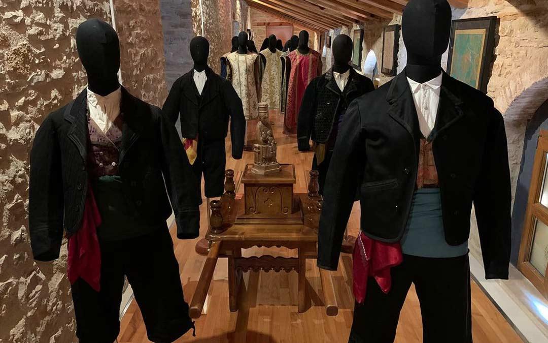 La exposición 'Vestidos para celebrar' en el Centro de Interpretación del Textil de la Iglesuela./Ayuntamiento La Iglesuela