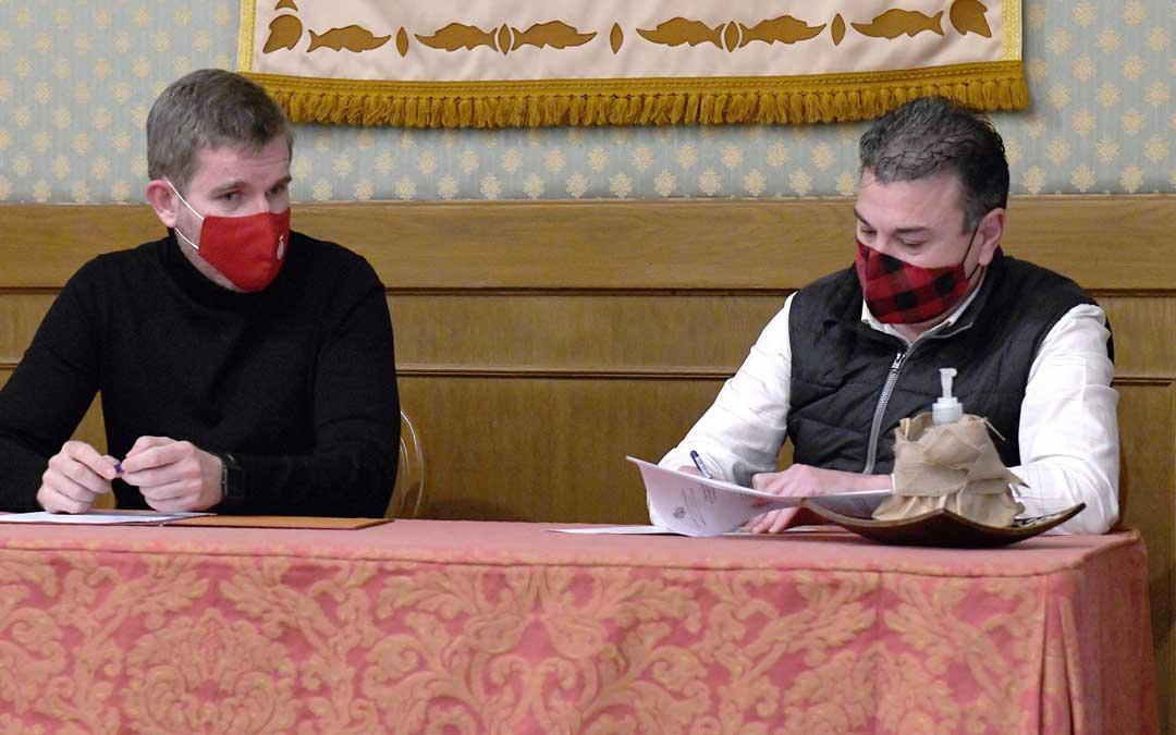 Firma del convenio entre el ayuntamiento alcañizano y El Cachirulo Teresa Salvo. Foto. Ayto. Alcañiz