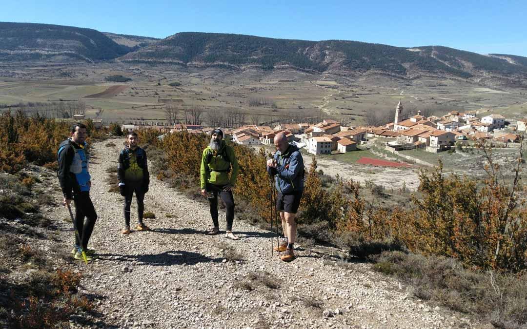 Los participantes a su llegada a Fortanete.