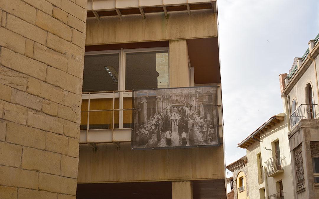 Procesión del Santo Entierro (1943) en la Biblioteca Municipal del Palacio Ardid./ M.C.