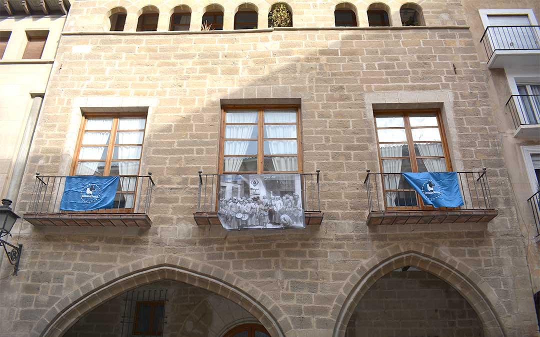 Pregón (1930) en la casa parroquial situada en la plaza de España./ M.C.roquial./ M.C.