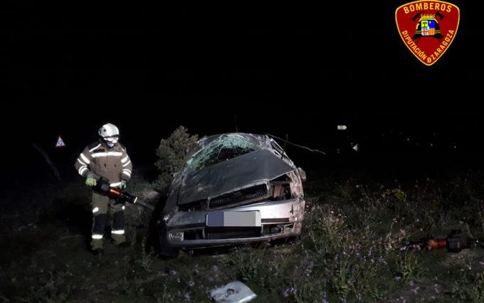 Muere una persona tras volcar con su coche en la N-232 en Fuentes de Ebro