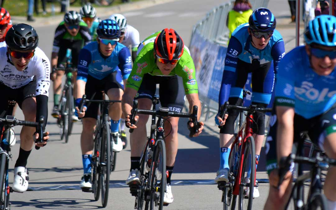 Germán Castel, con maillot verde, en pleno sprint. Foto: A.D.