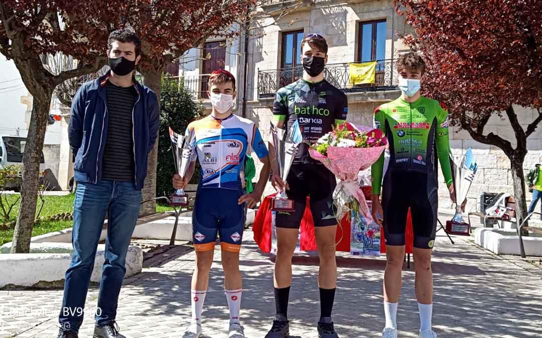 Javier Zaera con maillot verde junto a sus compañeros de podio. Foto: C.C.O.