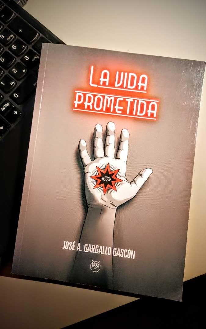 'La vida prometida' es su primera novela en el mercado. La publicó en 2019 y pudo hacer algunas presentaciones. / Archivo personal