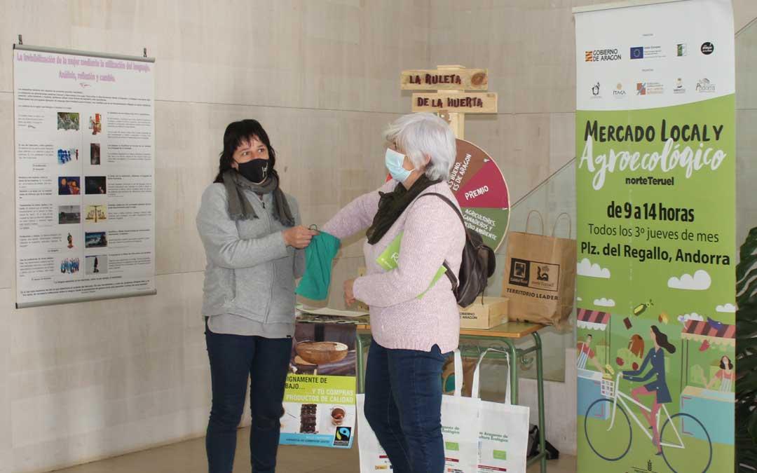 Actividad del mercado agroecológico / L. Castel